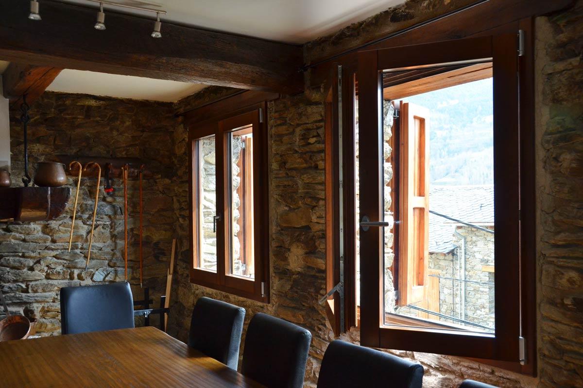 finestres mixtes de fusta i alumini i fusteria amb aïllament tèrmic fabricades per Carreté Finestres a Queralbs Catalunya- Ripollès -