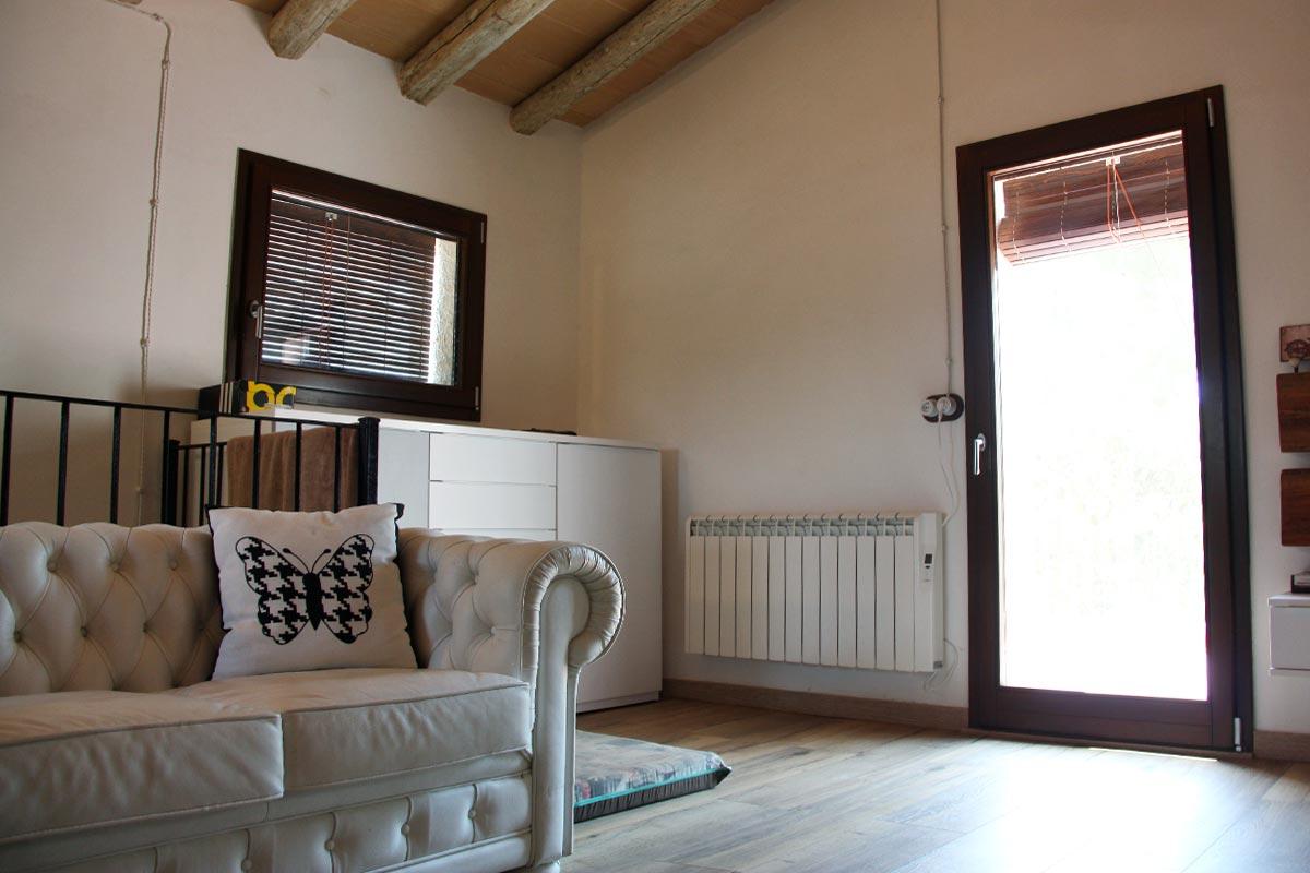 finestres de fusta ecològica Club Hipic Julivert Riudoms per la fàbrica de finestres i tancaments Carreté Finestres -Habitació casa rural