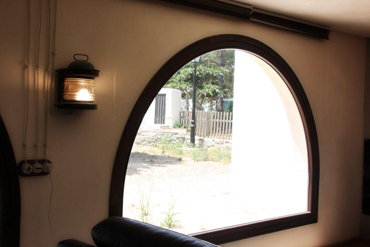 finestres de fusta de pi wengue reforma Club Hipic Julivert per la fàbrica de finestres i tancaments Carreté Finestres