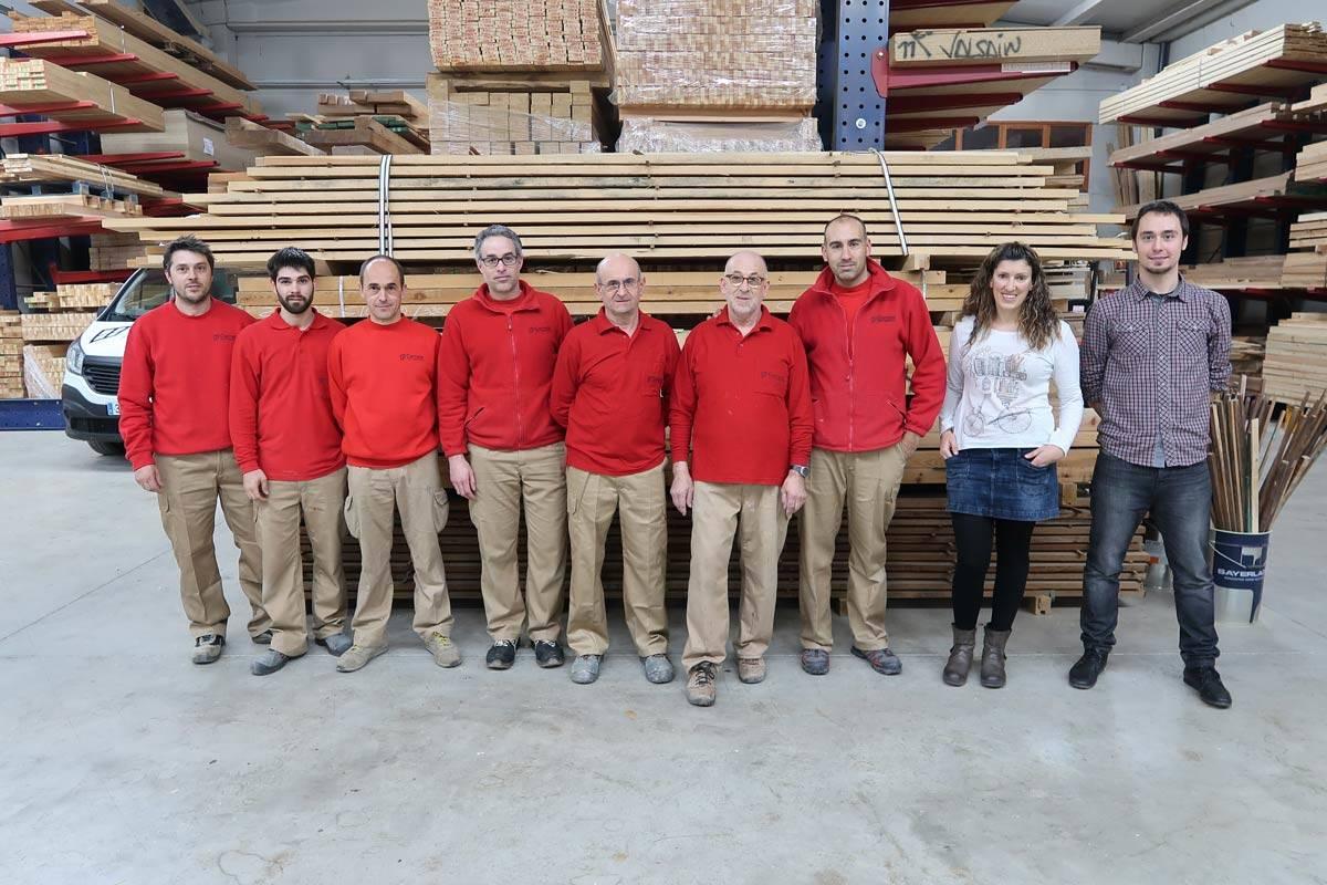 fuster amb experiència fusteria Carreté Finestres, la Selva del Camp-equip fabrica de portes i finestres de fusta i alumini