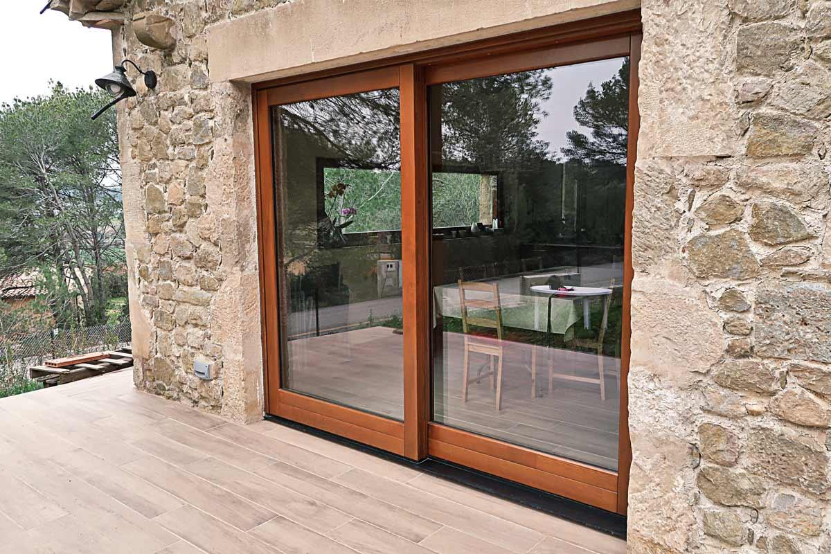 finestrals de fusta amb gran transmitància tèrmica i aïllament acústic a Girona fabricades per Carreté Finestres -silva 68