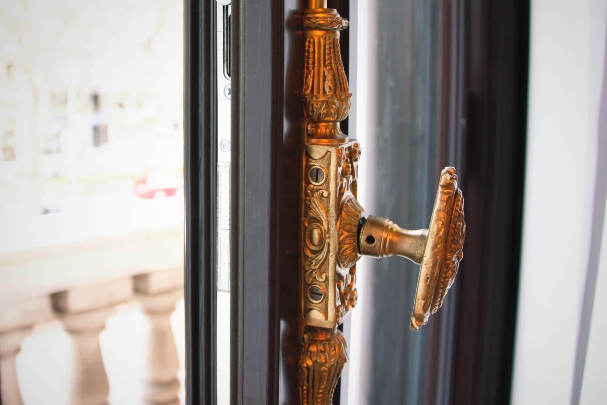 finestres de fusta aïllament tèrmic i acústic adaptat Hotel Cotton House Hotel Barcelona- Eficient 78 Carreté Finestres