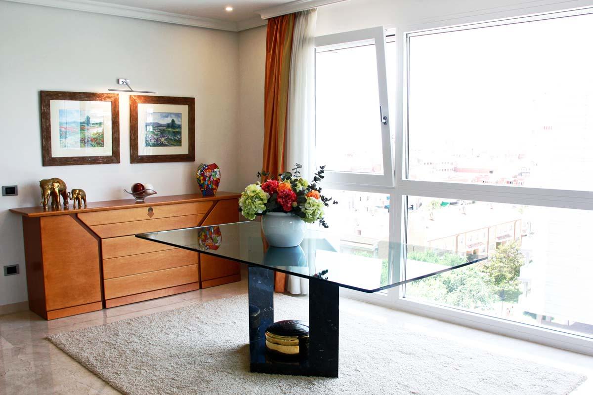 catàleg de finestres de fusta i alumini oscil·lobatent i amb perfil mixt reforma habitatge Reus