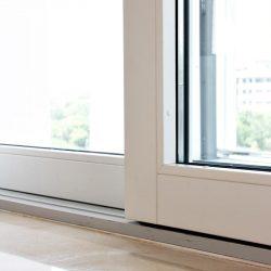 fabrica de finestres de fusta i alumini oscil·lobatent i tancaments de balcons i terrasas