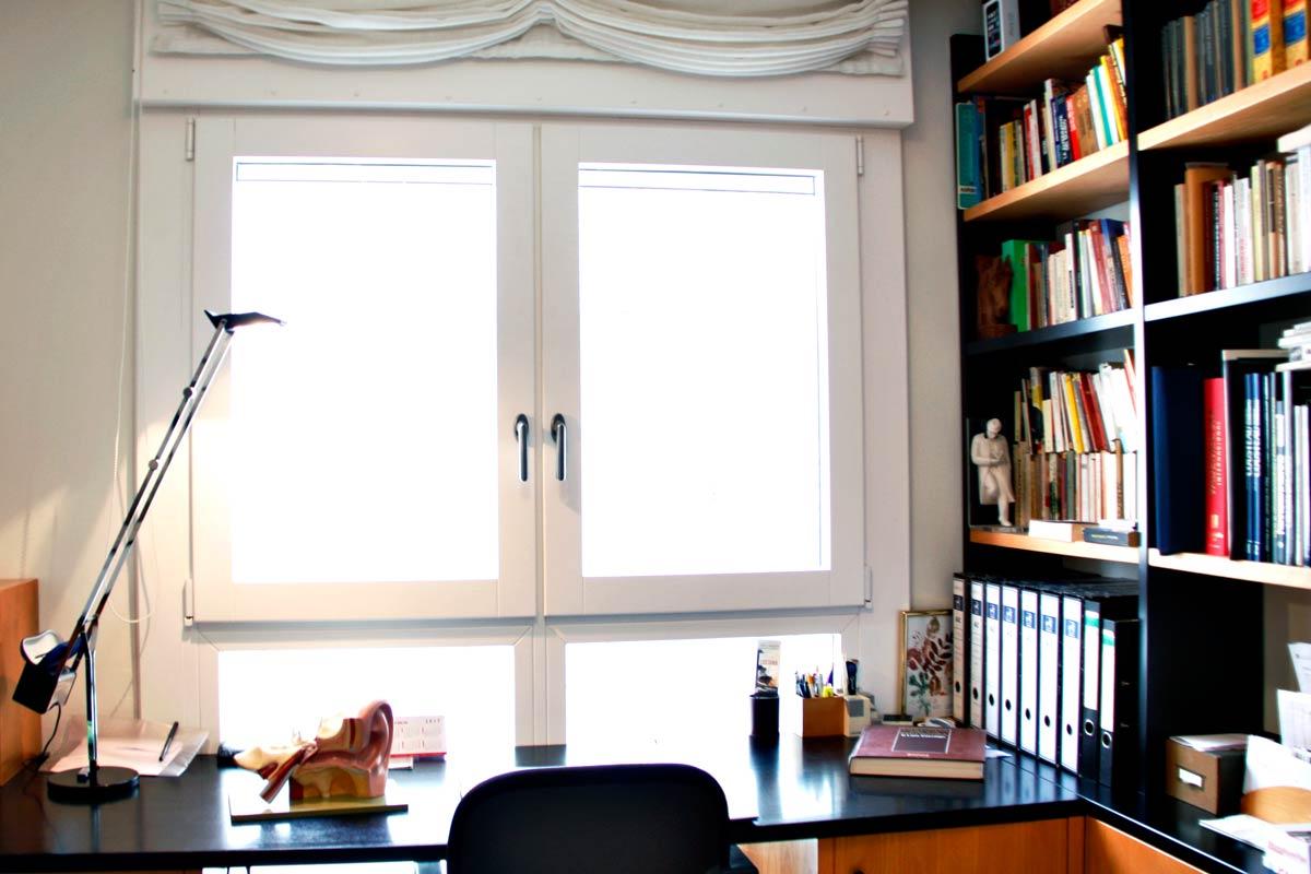 finestra de fusta i alumini oscil·lobatent i tancaments de balcons i terrasas en despatxos i oficines Reus