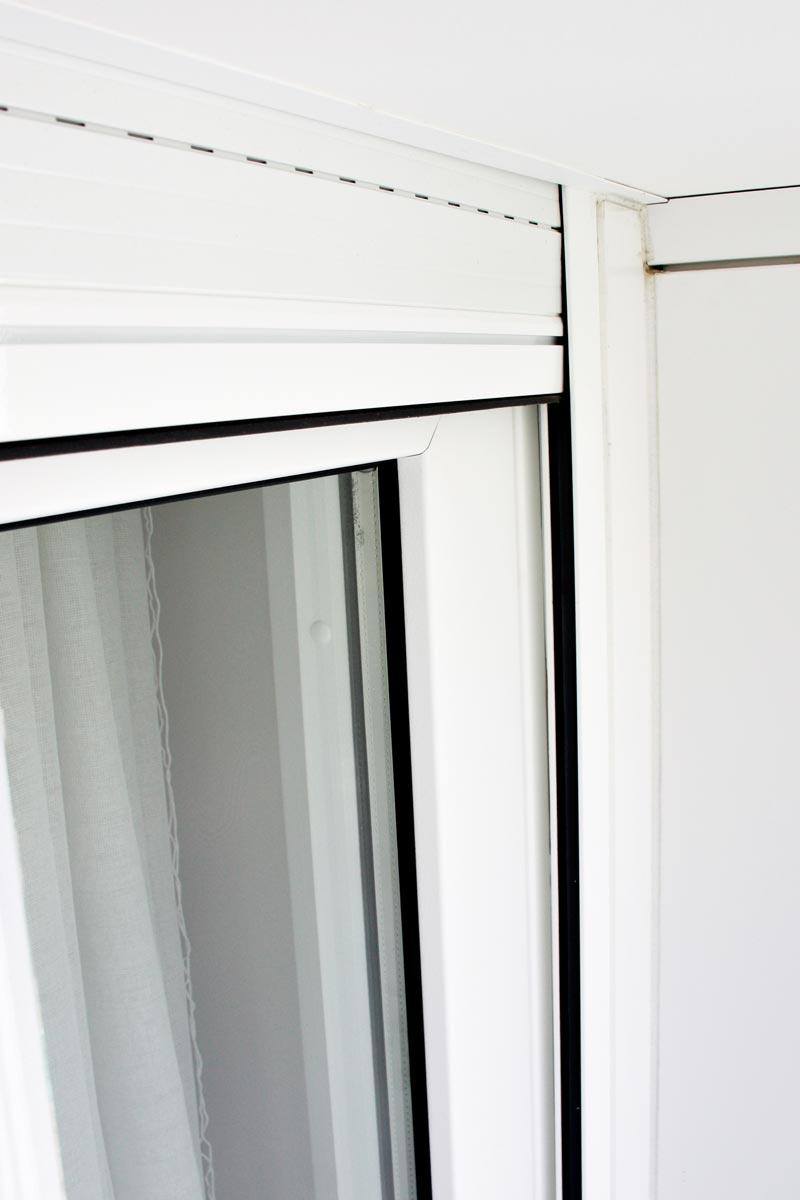 finestres de fusta i alumini amb persiana motoritzada fabricada i instal·lada per Carreté Finestres a Reus