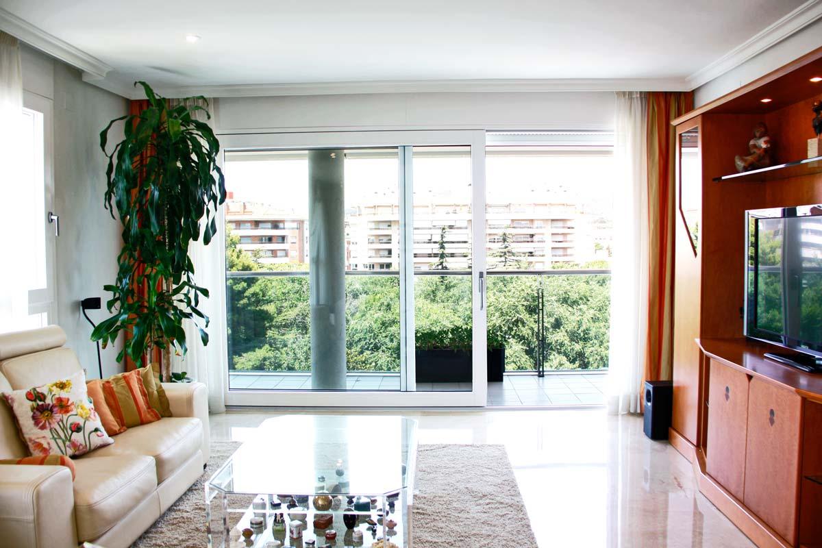 fusteria de finestres d'alumini i fusta, grans finestrals d'alumini terrassa Reus