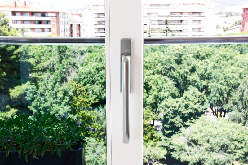 finestra d'alumini i fusta ecològica amb tancament hermètic a Reus