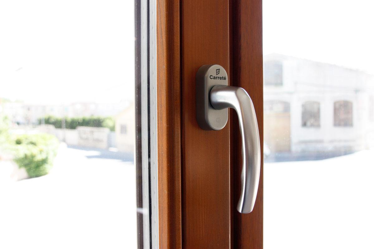 finestres de fusta de gran qualitat i eficàcia tèrmica amb alta transmitància tèrmica