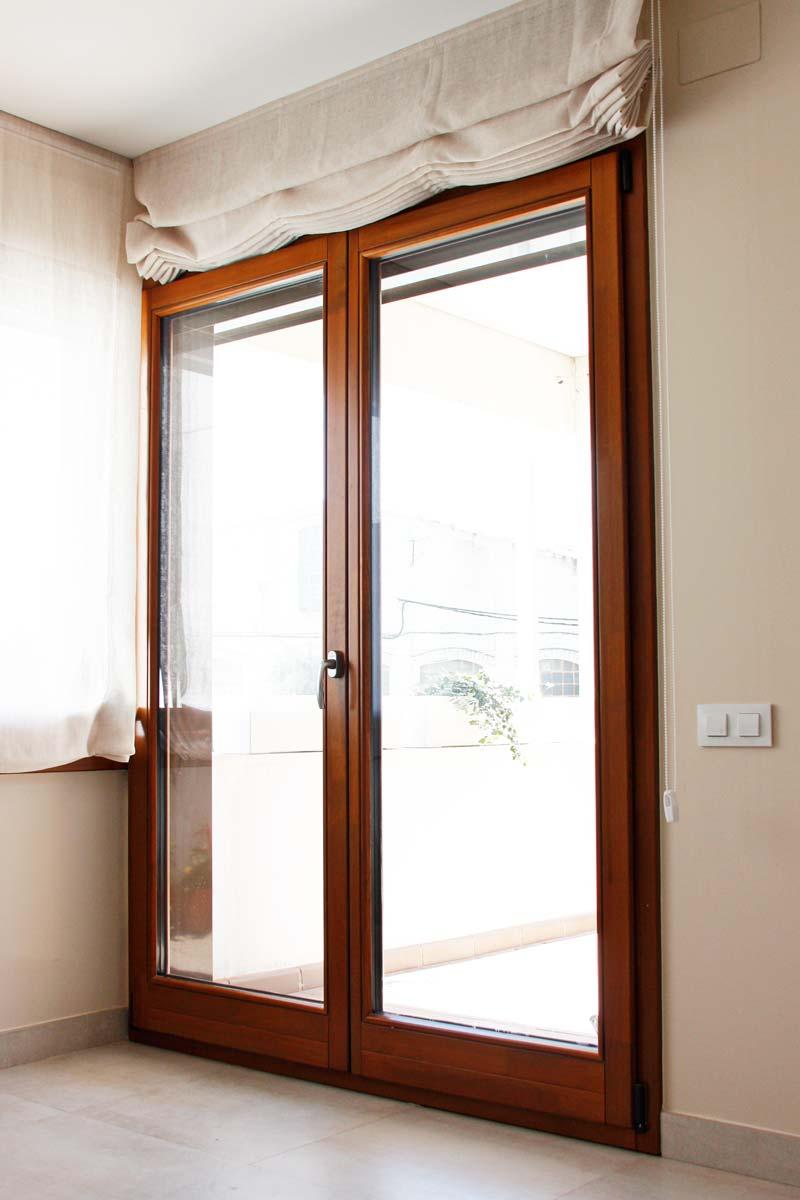 finestres de fusta ecològica d'alta transmitància tèrmica i tancament hermètic-exterior terrassa-Santa Coloma de Queralt