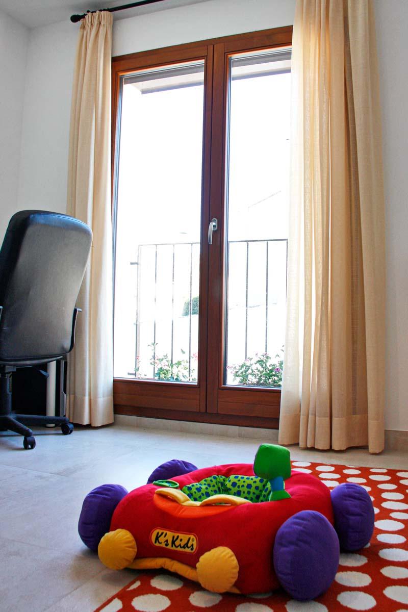 finestres de fusta ecològica d'alta transmitància tèrmica i tancament hermètic-exterior terrassa-Santa Coloma de Queralt Conca de Barberà