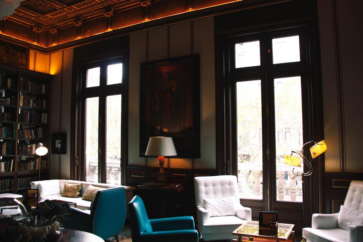 reforma finestres de fusta a l'Hotel Cotton House Hotel Barcelona-finestres biblioteca