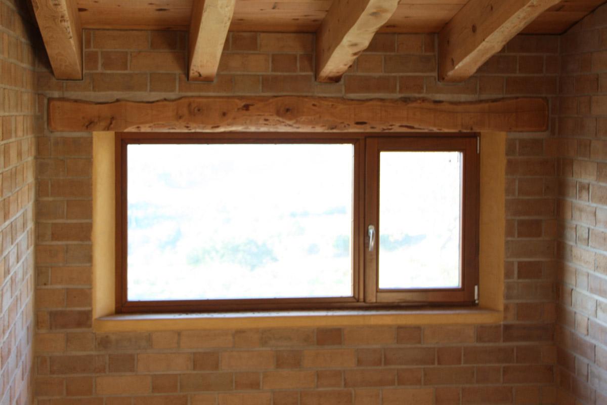 casa ecològica tancaments de fusta fabricades per casa sostenible i ecològica a Montmell per Carreté Finestres fabrica de finestres-casa passiva i construcció ecològica