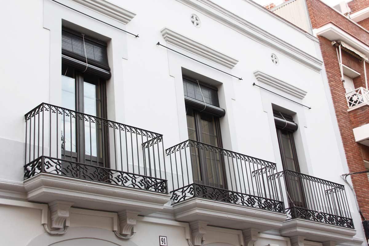 Fabricants de tancaments de balcons en finestres de fusta i alumini, finestres mixtes a Vilanova i la Geltrú