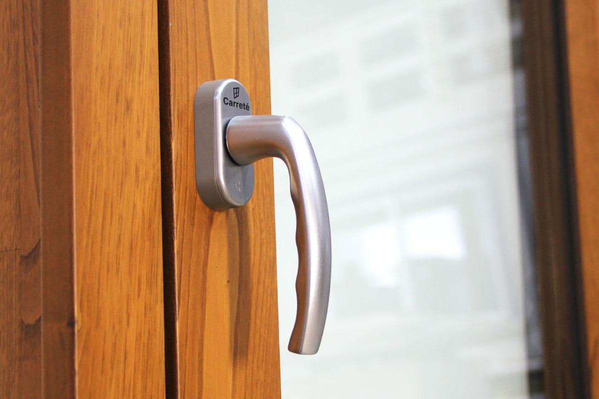 Carreté Finestres - finestra de fusta i alumini Flat mixta detall interior