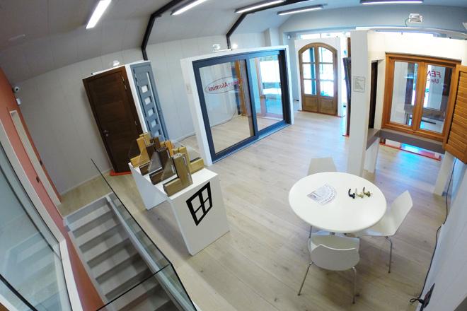 Carreté Finestres - espai d'exposició de finestres de fusta, finestra mixta de fusta i alumini i tancaments a la Selva del Camp (Baix Camp)